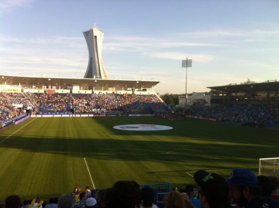 Le stade est intime et la foule se retrouve rapidement dans une très bonne ambiance au nouveau Stade Saputo.